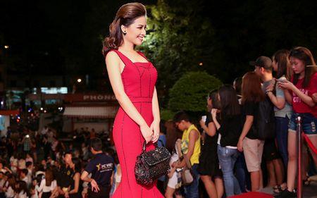 Duong Hoang Yen long lay voi sac do tai VTV Awards - Anh 2