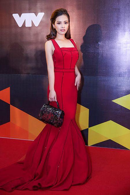 Duong Hoang Yen long lay voi sac do tai VTV Awards - Anh 3