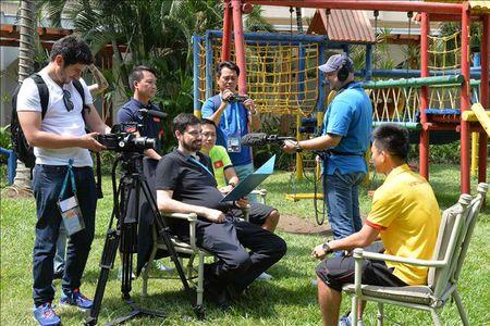 Minh Tri, Van Vu len song truyen hinh cua FIFA TV - Anh 1