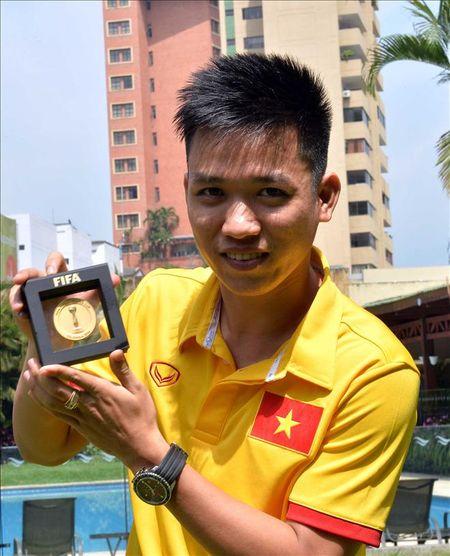 Minh Tri, Van Vu len song truyen hinh cua FIFA TV - Anh 3