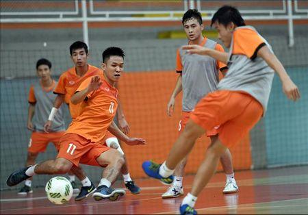 DT Futsal Viet Nam don tin cuc vui truoc tran gap Paraguay - Anh 1