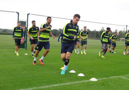 Tinh hinh luc luong Arsenal: Koscielny on, Ramsey van chua tro lai - Anh 1
