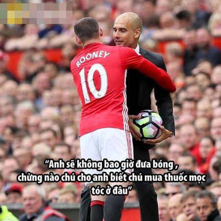 Anh che: Mo U the hien phong do huy diet 'lui dan deu'; Pep troc 'choi xo' Rooney vi bi mat khong tuong - Anh 4