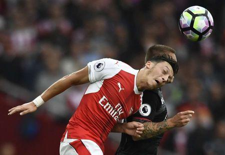 Dai chien PSG - Arsenal va nhung diem nong tren san - Anh 4