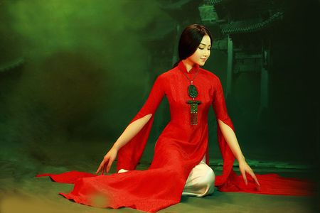 NTK Lan Huong mang bo suu tap ao dai den Bac Kinh - Anh 7