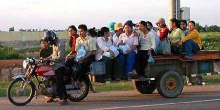 "Kinh ngac ""hang hoa"" duoc van chuyen tren xe may - Anh 6"