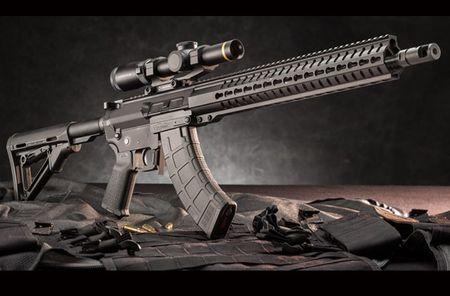 """Soi mat khau sung """"con lai"""" hoan hao cua AK-47 va M16 - Anh 2"""