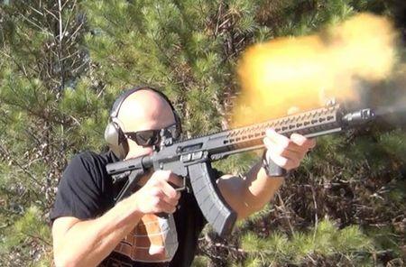 """Soi mat khau sung """"con lai"""" hoan hao cua AK-47 va M16 - Anh 3"""