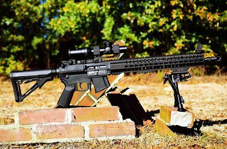 """Soi mat khau sung """"con lai"""" hoan hao cua AK-47 va M16 - Anh 5"""