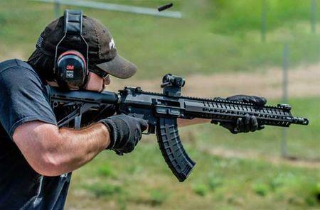 """Soi mat khau sung """"con lai"""" hoan hao cua AK-47 va M16 - Anh 9"""
