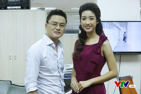 Hoa hau My Linh thich thu chup anh cung cac BTV VTV - Anh 1