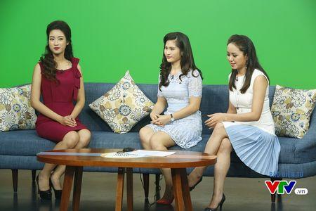 Hoa hau My Linh thich thu chup anh cung cac BTV VTV - Anh 6