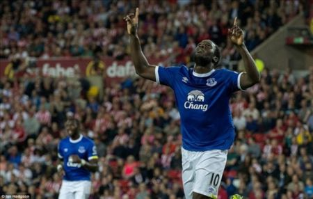 Lukaku lap hattrick, Everton huy diet Sunderland - Anh 1