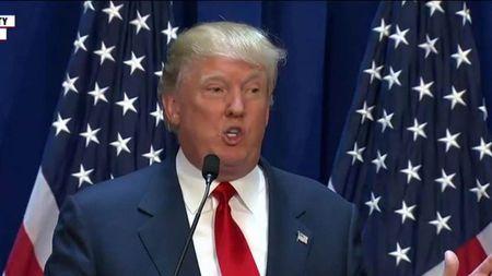 """Ong Trump doi sa thai nhan vien """"noi xau"""" ba Clinton - Anh 1"""