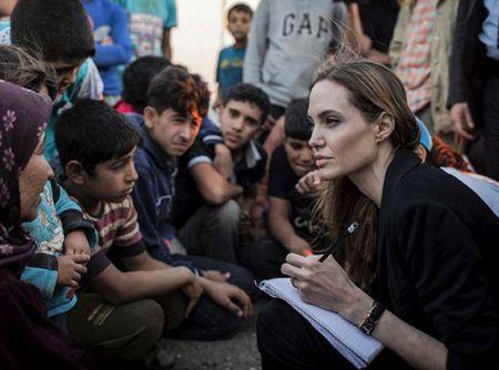 Angelina Jolie tham tre Syria ti nan o Jordan - Anh 1