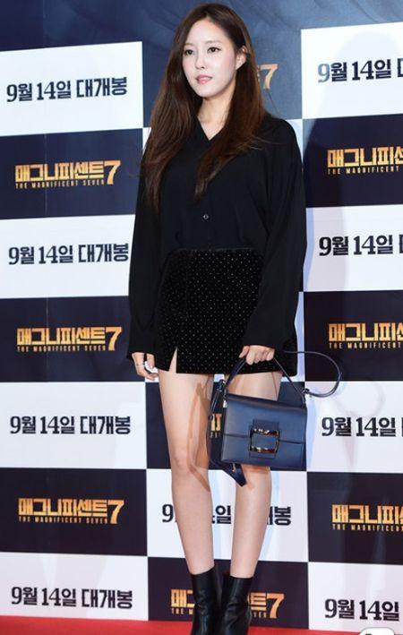 Idol nu lep ve truoc nhan sac cua vo Lee Byung Hun - Anh 12