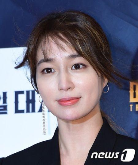 Idol nu lep ve truoc nhan sac cua vo Lee Byung Hun - Anh 3