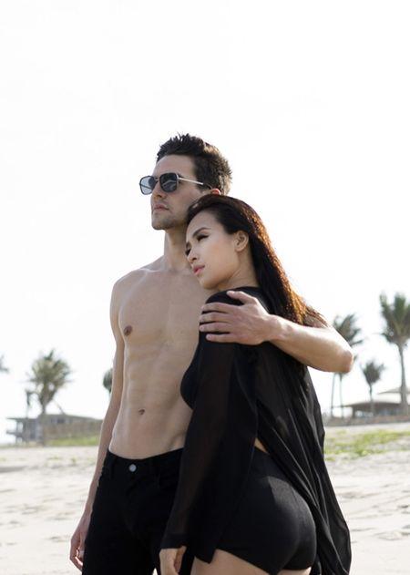 Ai Phuong tinh cam om ap ban trai Tay trong MV moi - Anh 6