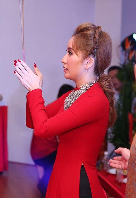 Thu Minh va chong Tay den san khau cua Khanh Thi de cung To - Anh 2