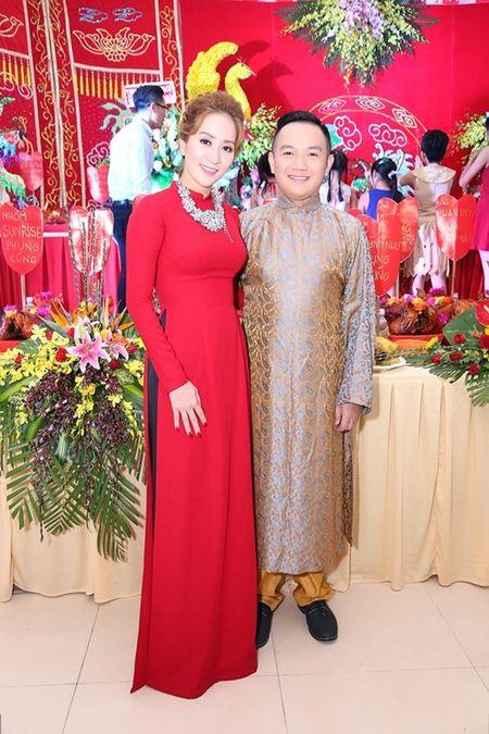 Thu Minh va chong Tay den san khau cua Khanh Thi de cung To - Anh 3