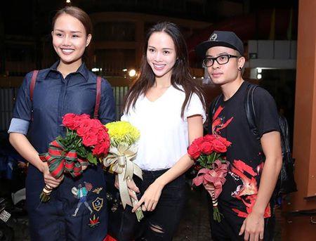 Thu Minh va chong Tay den san khau cua Khanh Thi de cung To - Anh 4