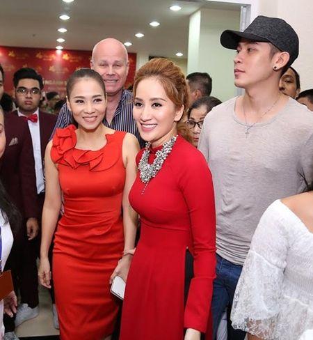 Thu Minh va chong Tay den san khau cua Khanh Thi de cung To - Anh 6