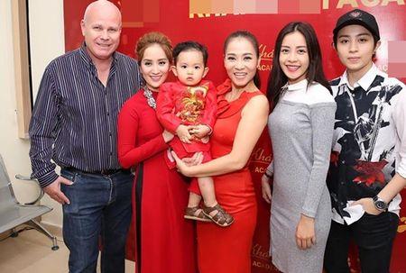 Thu Minh va chong Tay den san khau cua Khanh Thi de cung To - Anh 9