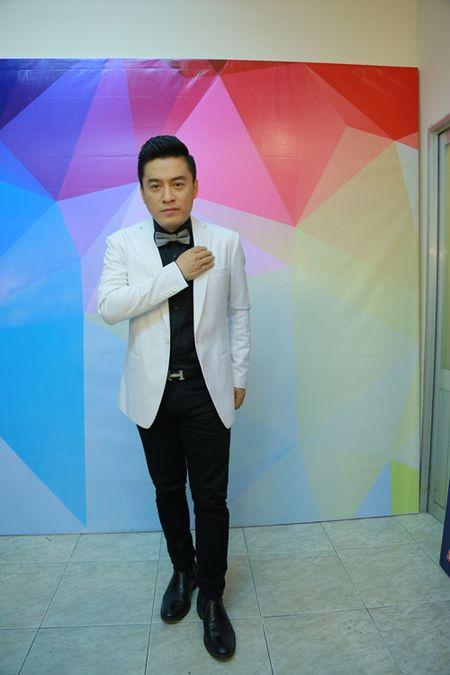 "Ngo Kien Huy ""le let"" chup anh cho Lam Truong - Anh 1"