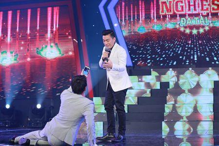 "Ngo Kien Huy ""le let"" chup anh cho Lam Truong - Anh 2"