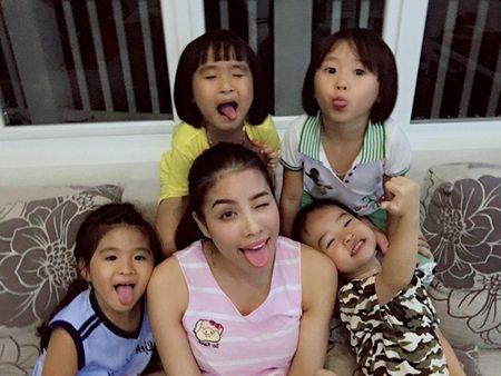 Hoa hau Pham Huong lan dau khoe anh nguoi bo gay go vua om day - Anh 5