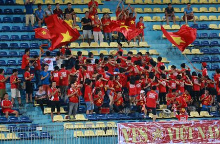 Thang dam Dong Timor, U19 Viet Nam vuon len dau bang - Anh 3