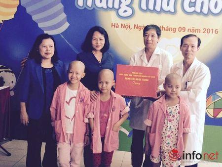 Benh nhi ung thu nhan qua Tet trung thu cua Pho chu tich nuoc - Anh 3