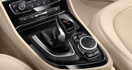 BMW X1 Plug-in hybrid LWB chinh thuc trinh lang - Anh 7