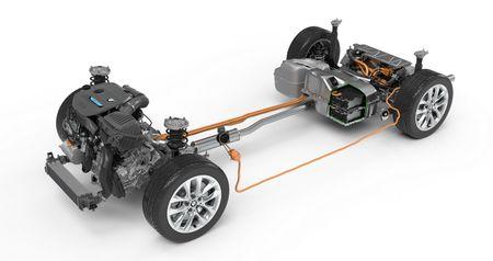 BMW X1 Plug-in hybrid LWB chinh thuc trinh lang - Anh 8