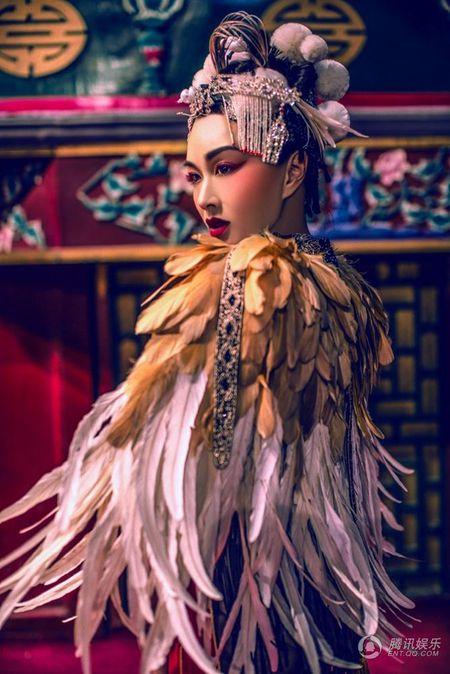 My nhan Chung Le De khoe anh cuoi cuc doc dao va la mat - Anh 4