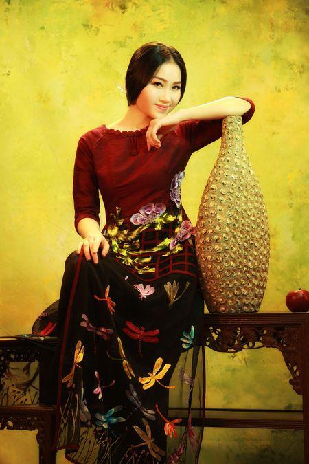 NTK Lan Huong mang bo suu tap 'Huong sac Viet' toi Bac Kinh - Anh 5