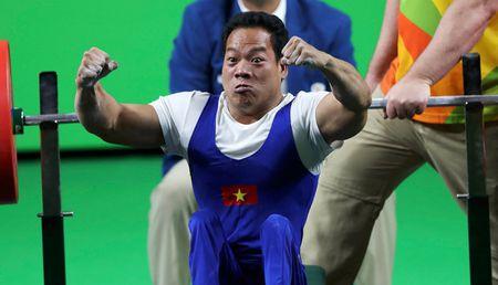Do cu Le Van Cong duoc tang ve bay mien phi tron doi - Anh 1