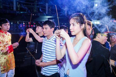 Tran Thanh bi phan ung kem chin chu khi di cung To nghe - Anh 3