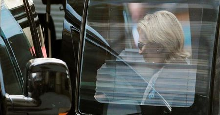 Bau cu My: Hillary Clinton tam dung van dong tranh cu vi suc khoe - Anh 1