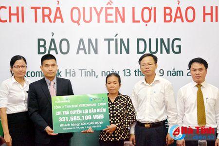 Vietcombank chi tra hon 300 trieu tien bao hiem cho khach hang - Anh 1