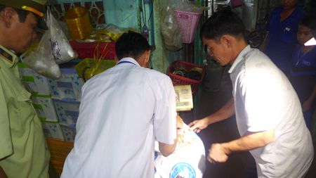 Binh Phuoc: Phat 73 co so vi pham ve sinh an toan thuc pham - Anh 1
