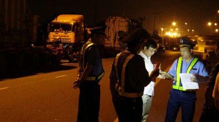 Thanh tra Tong cuc DBVN: Mat phuc bat doan xe cho hang sieu trong - Anh 1