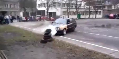BMW bien thanh dong sat vun vi drift qua da - Anh 1