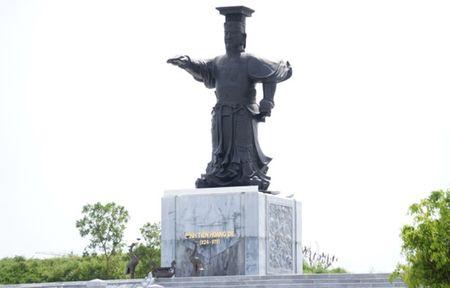Quang truong 1.500 ty dang do sau hon 7 nam thi cong - Anh 1