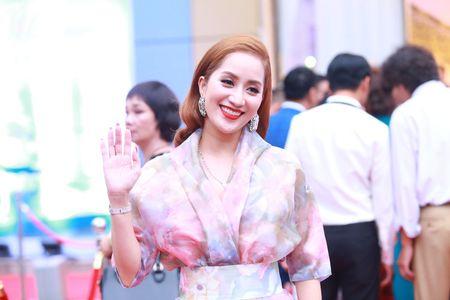 Khanh Thi khieu vu tinh cam cung 'tinh cu' Chi Anh trong tiec cuoi - Anh 1