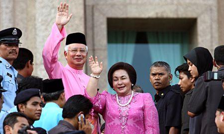 Vo thu tuong Malaysia bi 'to' chi hang trieu do mua quan ao - Anh 1