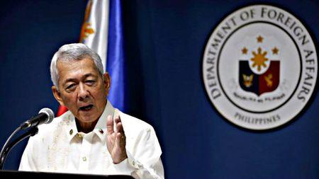 Philippines dinh chinh phat bieu cua Tong thong Duterte doi linh My rut di - Anh 1