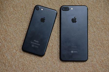 Vua ve Viet Nam, iPhone 7 Plus da bi 'mo bung' de xem linh kien ben trong - Anh 1
