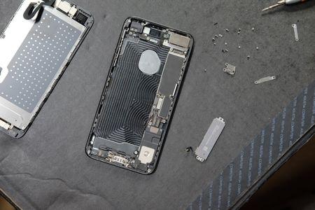 Vua ve Viet Nam, iPhone 7 Plus da bi 'mo bung' de xem linh kien ben trong - Anh 3