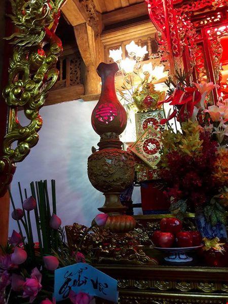 Chi tiet su ruc ro, dat tien khap noi o nha tho To cua Hoai Linh - Anh 11